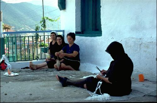 women spinning in Sithonia - northern Greece 1976  Photo: Otto Leholt